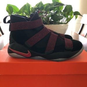 Nike Lebron Soldier XI Youth 6 Black Red